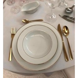 Assiette dorée creuse